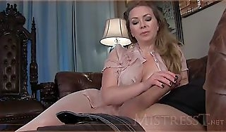 Mommy bit of all right milking