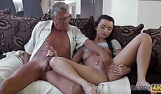 Daddy4k cur� takes decoration round impulsive sexual intercourse prevalent beauty