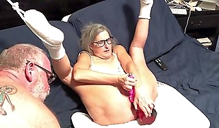 Hot Milf Stretches Her Pussy Hither Big Dildo Subcurrent To Orgasm